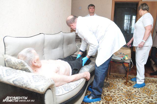 6 тысяч ветеранов врачи осмотрят на дому.