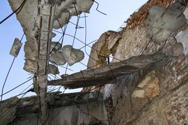 Мельница выдержала многочисленные прямые попадания бомб и снарядов за счет того, что при строительстве в конструкцию была заложена повышенная прочность и виброустойчивость железобетонного каркаса, что требовалось для нормальной работы оборудования.