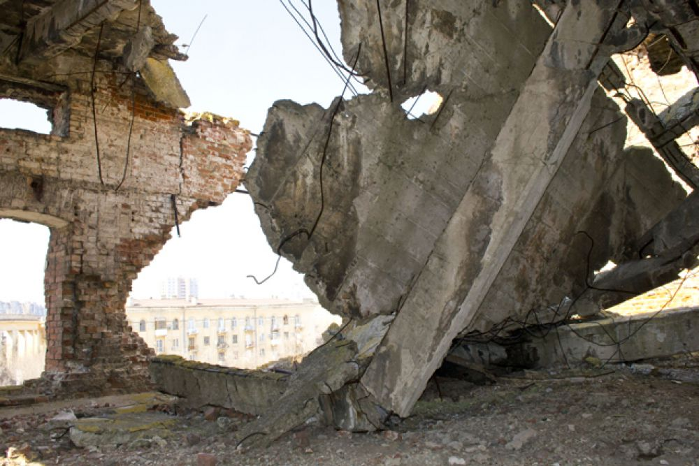 14 сентября 1942 года в здание мельницы попали фугасные бомбы. Начался пожар, работа остановилась.