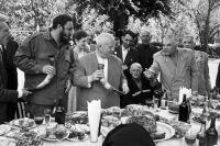 Никита Хрущев и Фидель Кастро в гостях у колхозников колхоза «Дурипш», 1963 год.