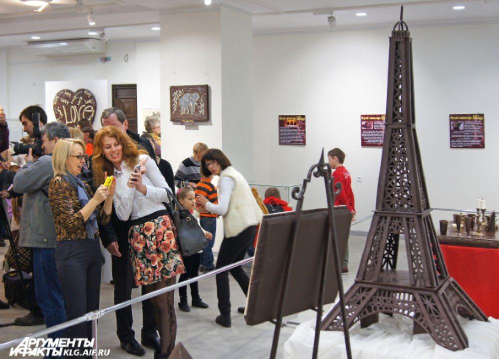 Один из самых знаменитых экспонатов выставки - Эйфелева башня.