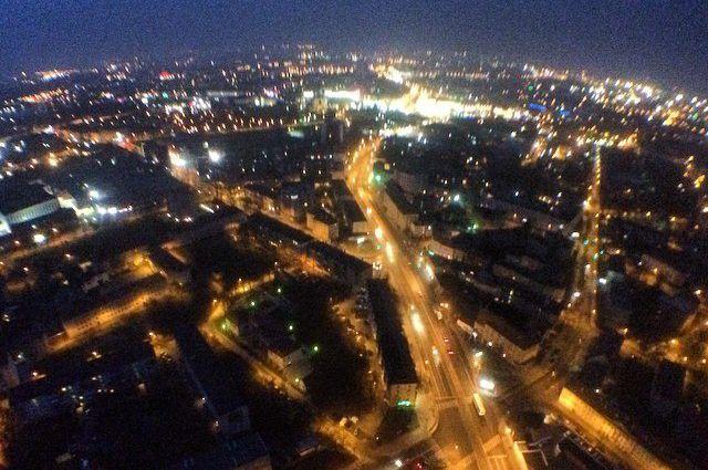 Сделав несколько селфи и фото ночного города, на рассвете экстремалы спустились обратно.