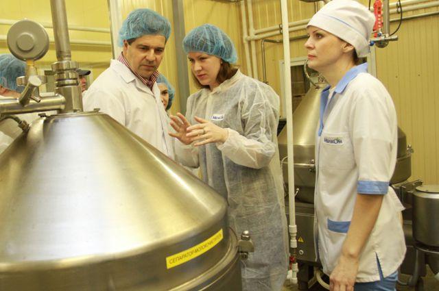 Европейский специалист побывал на омском молочном заводе.