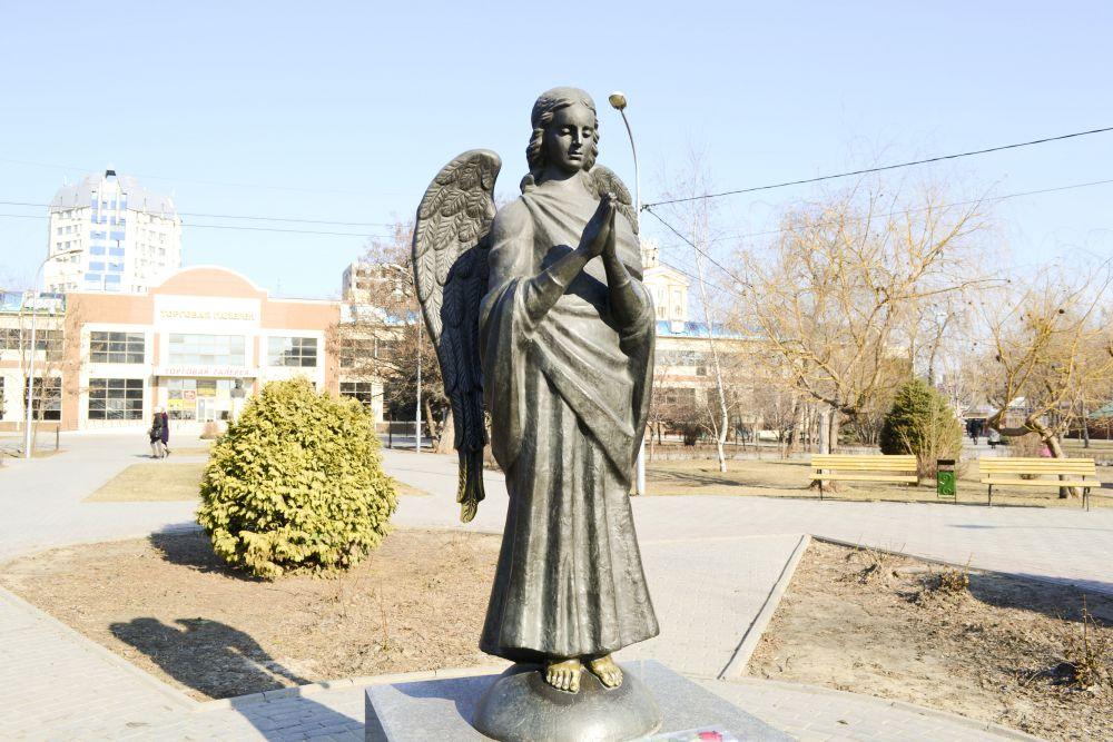 Скульптура «Ангел-Хранитель» в сквере имени Саши Филипова