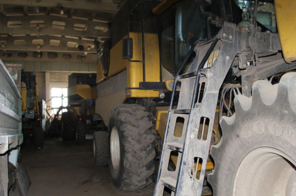 Для обработки почти 22 тысяч гектаров пашни в крупнейшем хозяйстве района – «Агрофирме Калитва» -  имеется более 160 единиц техники.
