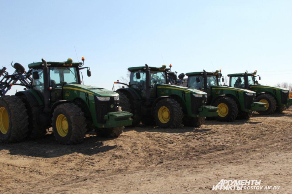 Главная ударная сила земледельцев - комбайны, готовы к ратной работе.