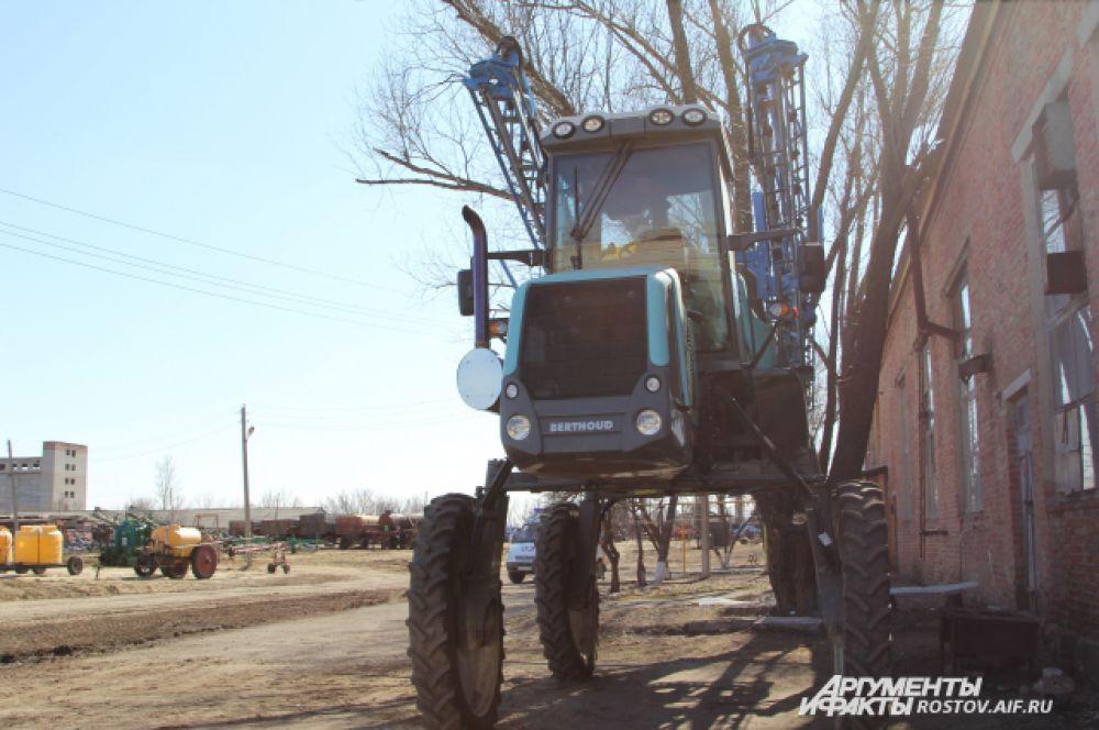 Трактор для орошения почвы - эта трудовая лошадка будет работать без выходных.
