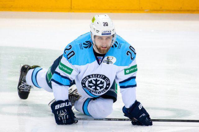Хоккейная «Сибирь» проиграла «Ак Барсу» в первом матче финала