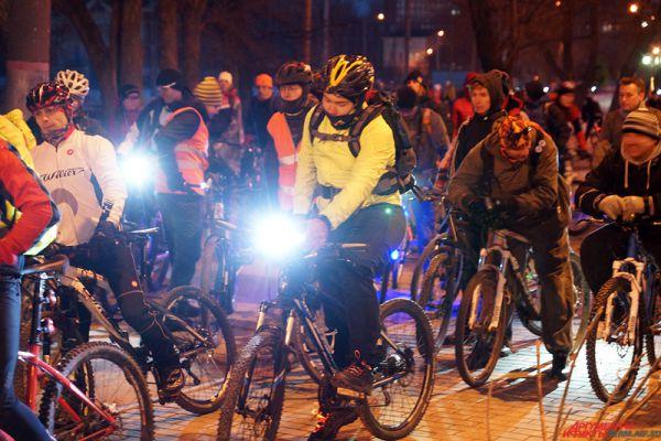 Велосипедисты проехались по улице Ленина.