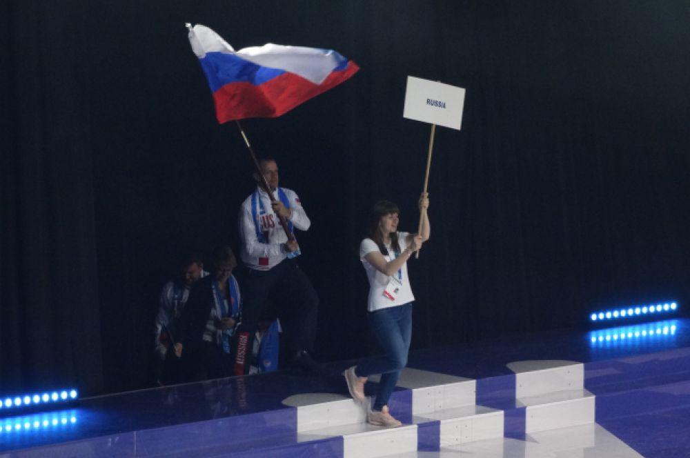Выходит сборная России.