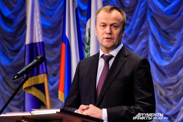 Сергей Ерощенко поприветствовал нового городского голову.
