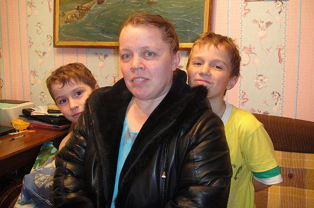 Надежда Иванова с сыновьями.