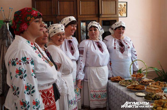 Белорусы всегда с теплом принимают гостей и по традиции накрывают богатый стол