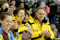 Врио губернатора Югры Наталья Комарова и министра спорта РФ Виталий Мутко на соревнованиях Сурдлимпиады.