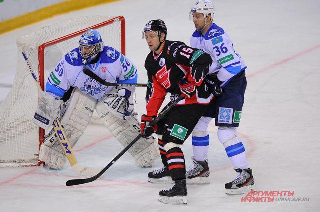 Игорь Мусатов отличился вне льда.