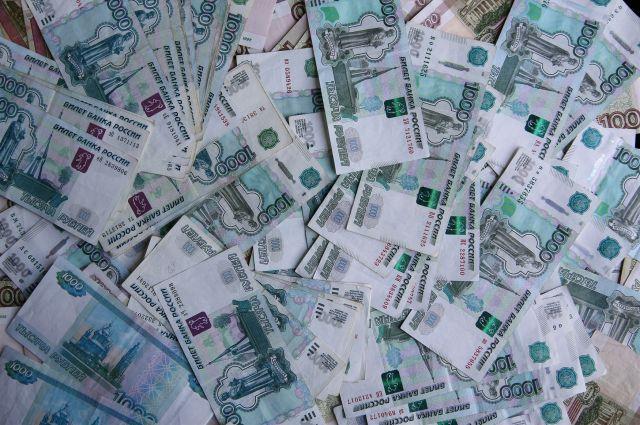 Клиентам предлагаются процентные ставки от 17,5% годовых в рублях.