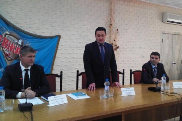 Алексей Черняев (в центре).