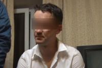Один из подозреваемых в момент задержания.