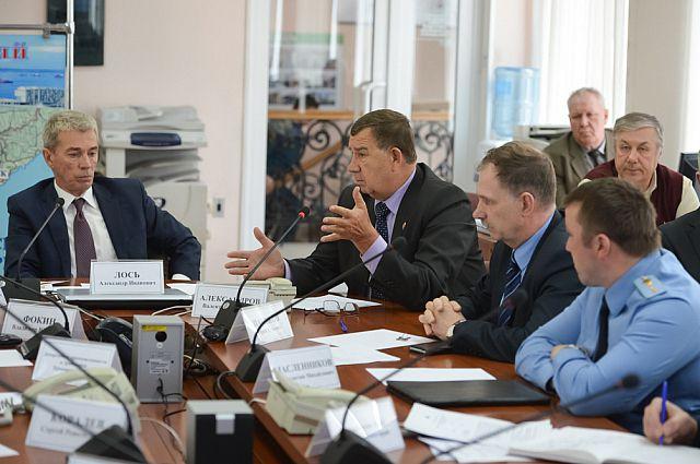 Александр Лось ведёт совещание.