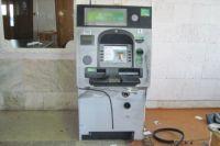 Грабители хотели взломать банкомат с помощью сварки.