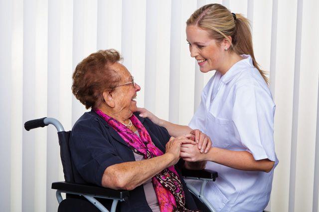 Как нанять соц работника для пожилых людей понимал причин