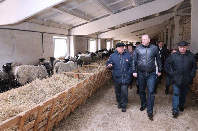Юрий Лужков познакомил со своим производством губернатора Калининградской области Николая Цуканова.
