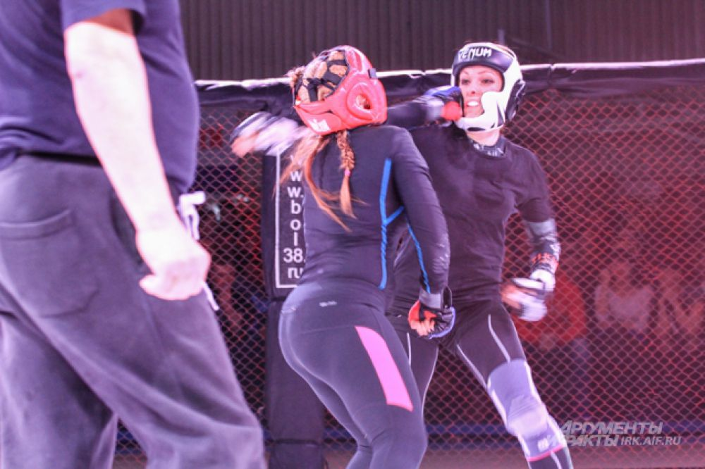 Впервые в истории «Байкальского шторма» на ринг вышли девушки.
