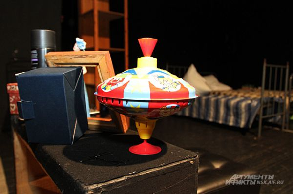 Сейчас малый зал стал репетиционной площадкой нового спектакля, премьеру которого покажут только будущей осенью.