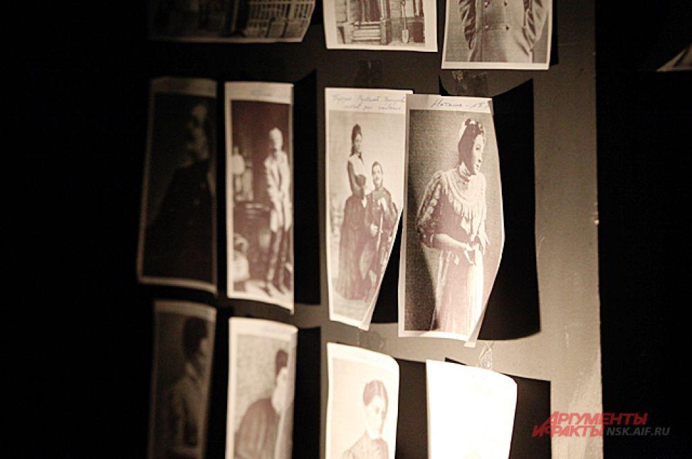 Для того, чтобы у актёров удачнее получились роли, в репетиционной висят портреты первых исполнителей пьесы...