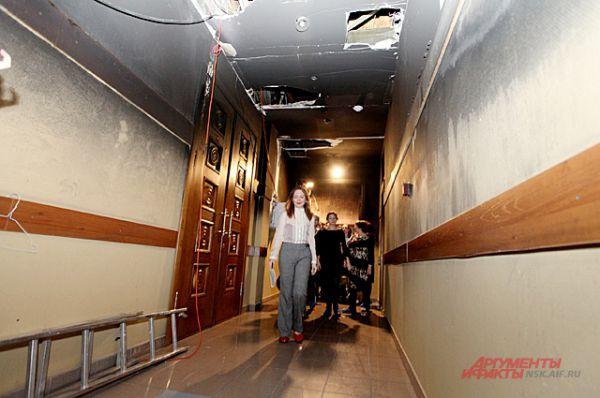 Мы продолжили своё путешествие по театру. Это - коридор перед малым залом, где несколько месяцев назад случился пожар.