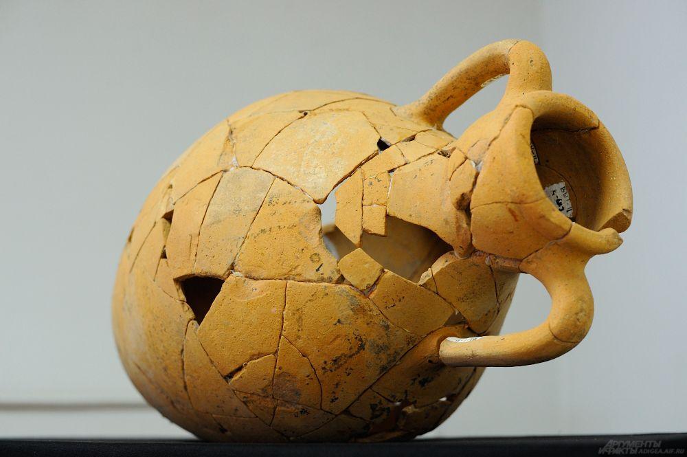 Глиняная амфора. Начало V тыс. до н.э. Могильник Вочепшийский I.