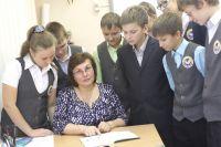 Школьники приняли участие в опросе про войну.