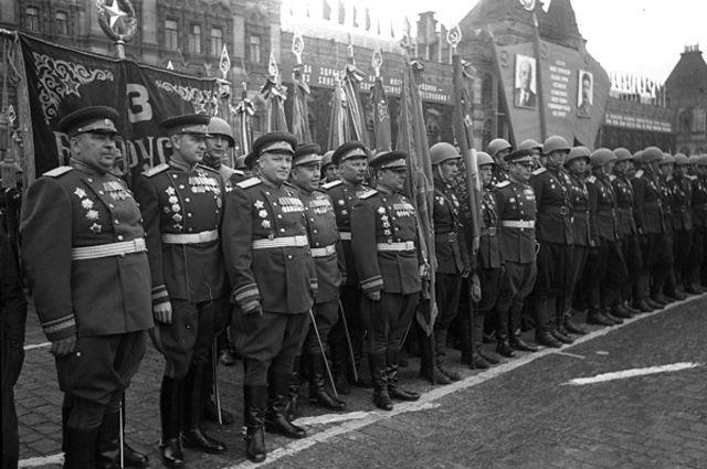 Через 70лет кто-то изних может снова пройти поКрасной площади.