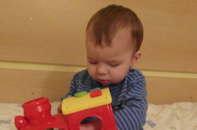 Маленький Ваня избавился от ретинобластомы.