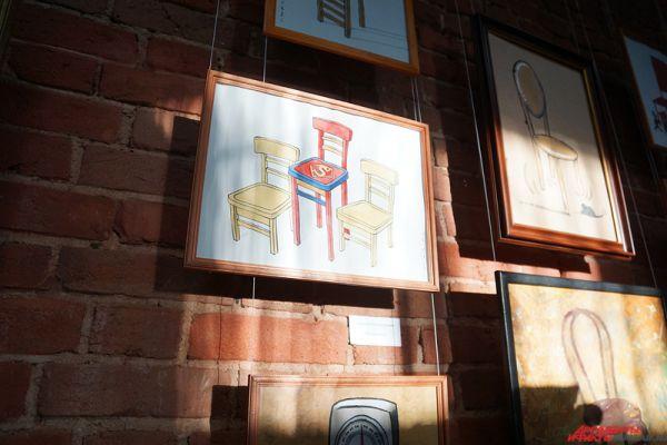 Проект под названием «12 стульев» открылся на площадке пермской Арт-резиденции (ул. Монастырская, 95а).