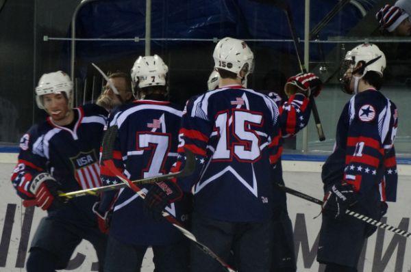 Американцы празднуют гол в ворота сборной России.