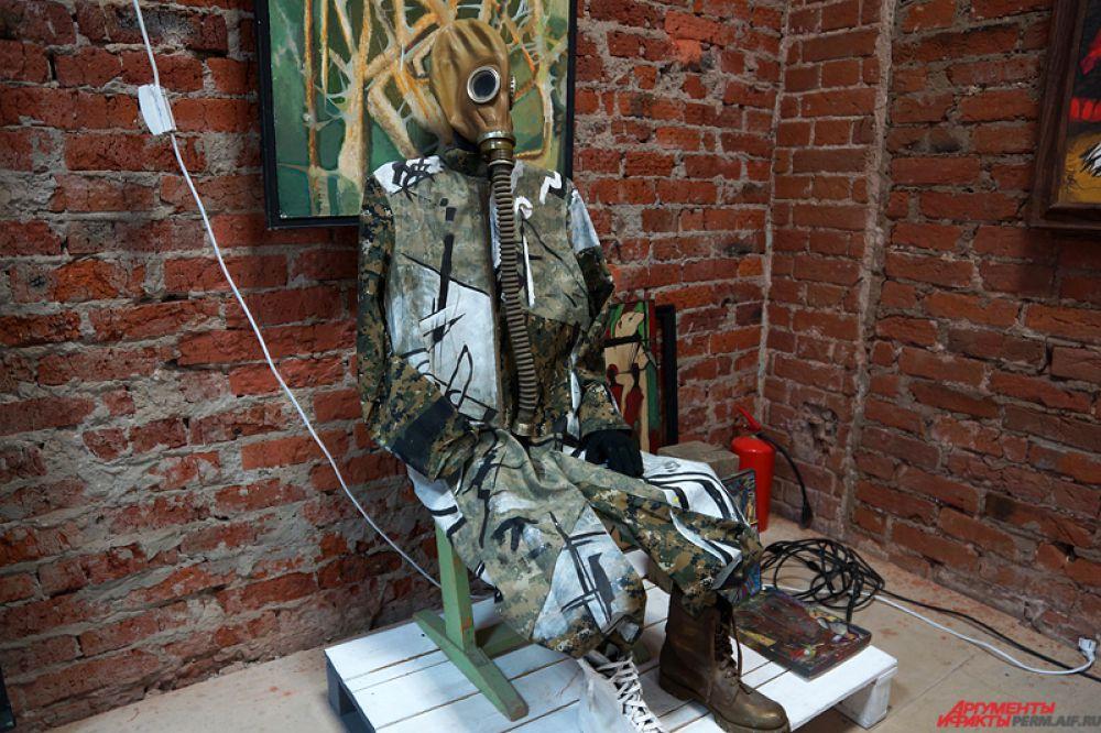 Выставка «12 стульев» продлится до 25 апреля.
