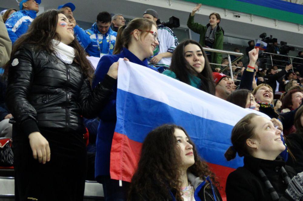 """Поболеть за Россию пришли в """"Арену-Югра"""" около 3 тысяч болельщиков."""