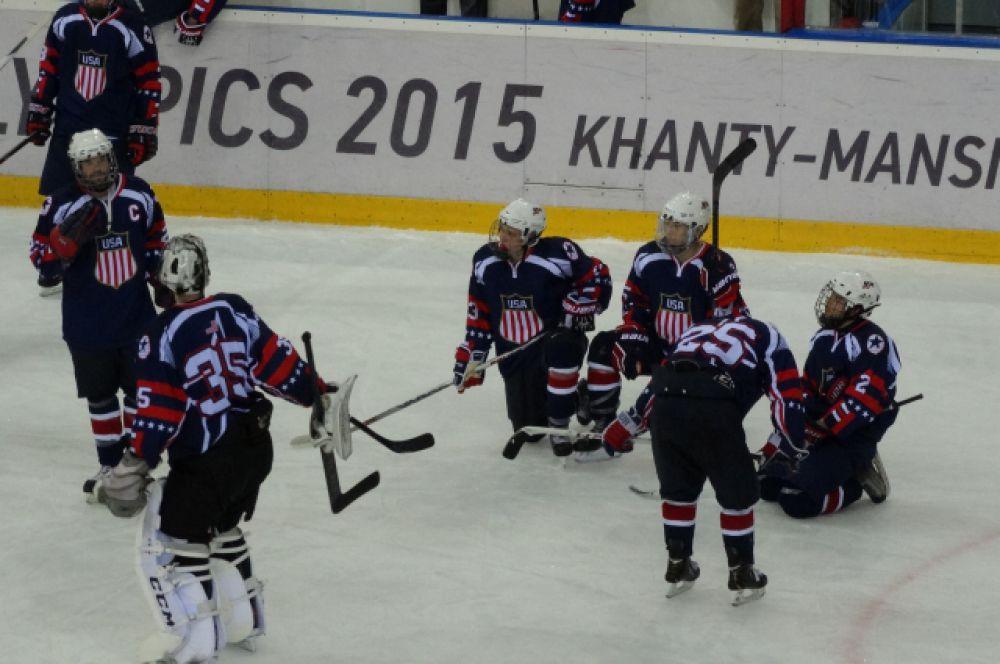 Американские хоккеисты, конечно, расстроены. Ведь играли они нисколько не хуже и показали великолепный хоккей. Спасибо им за это!