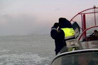 Поиски пропавших рыбаков продолжаются.