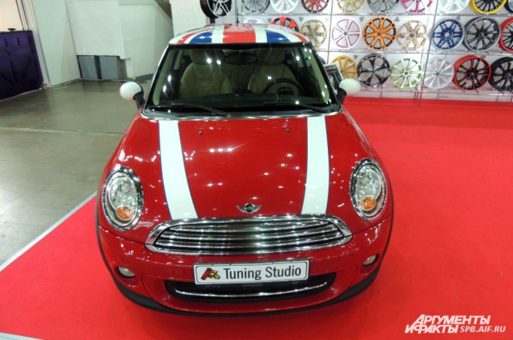 Этот Mini Cooper раскрашен под британский флаг