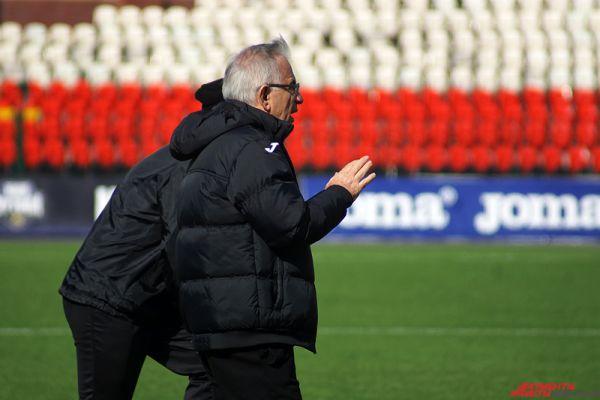 Как признался главный тренер красно-черных Гаджи Гаджиев, игроки серьезно настроены на предстоящий матч и будут выкладываться на полную мощь.