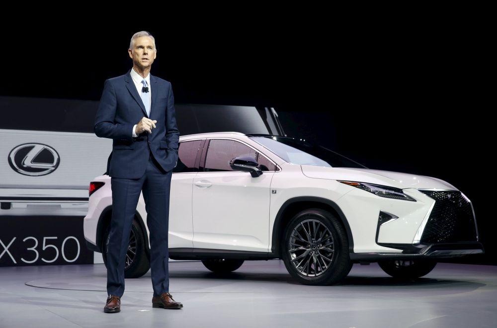 Toyota представила новый Lexus RX: модель с 3,5-литровым двигателем. Автомобиль мощностью в 300 л.с способен сам отслеживать препятствия на дороге.