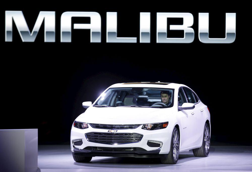 Chevrolet выпустила новую модель под названием Malibu. Автомобиль обладает уникальной функцией – система  teen-safe-system, защищающей подростков или новичков, которые только учатся водить, от коллапсов на дороге. Система позволяет, например, выставить максимально возможную скорость движения, а если водитель превысит допустимую скорость, то на пульте управления системой сработает сигнализация.