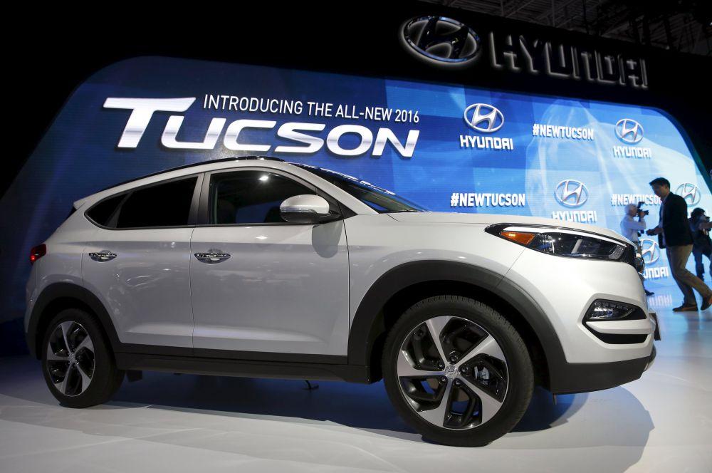 Новый Hyundai Tucson сам подскажет, где его припарковали и среагирует на препятствие на дороге. Этот автомобиль можно открыть без рук: надо просто запрограммировать замок на голосовую команду.