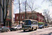 Количество автобусов в городе реко сократилось, а после нападений на водителей, транспорта может стать еще меньше.