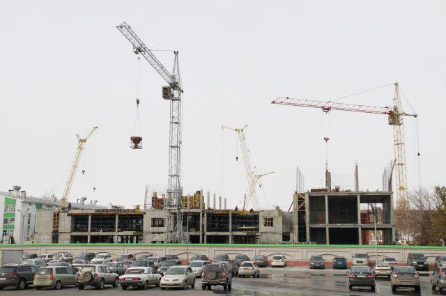 На строительстве новых корпусов задействовано четыре подрядных организации и более 50 человек.