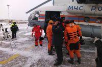 Спасённых рыбаков доставили в Магадан вертолётом.