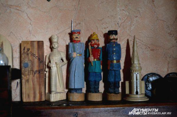 Казацкая тема для Юрия Михайлова – особенная. Он сам казак, на гравюрах у него казаки, из дерева он вырезает казаков.
