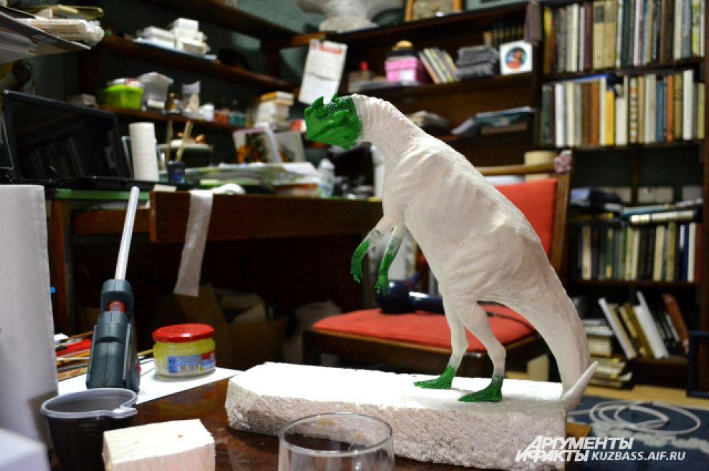А теперь он увлёкся «соседскими» динозаврами из Чебулинского района.